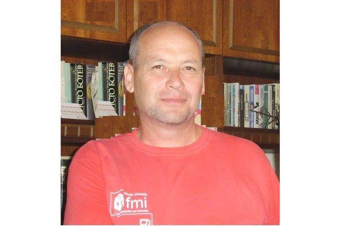 """Тильо Тилев - главен редактор на вестник """"Пловдивски университет"""""""